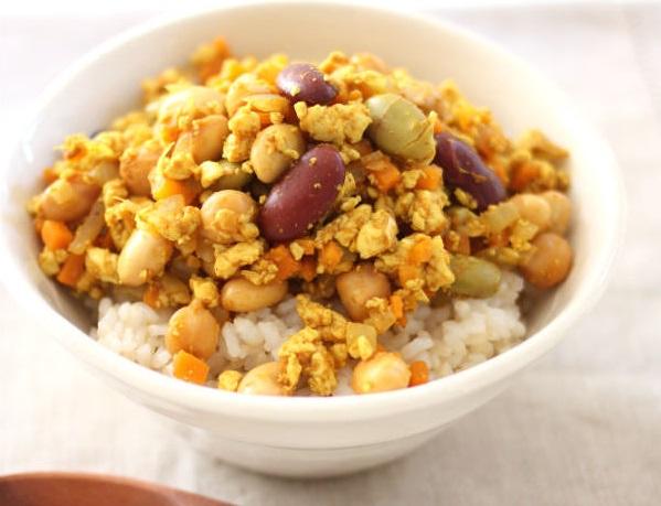 「サラダに!まめ」を使用したレシピ(豆と豆腐のドライカレー丼)