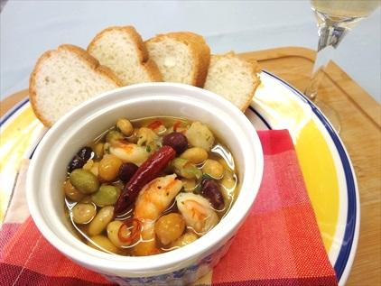「サラダに!まめ」を使用したレシピ(えびと4種の豆のアヒージョ)